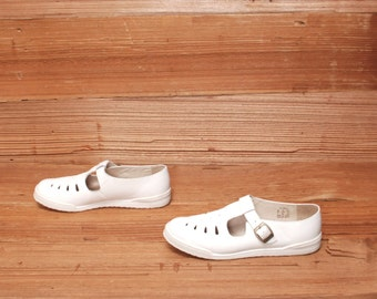 size 8 OXFORD white leather 80s 90s T-STRAP buckle HUARACHE sandals