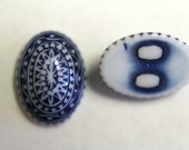 Vintage blue and white carved oval stones cabochons . 14x10mm (2)