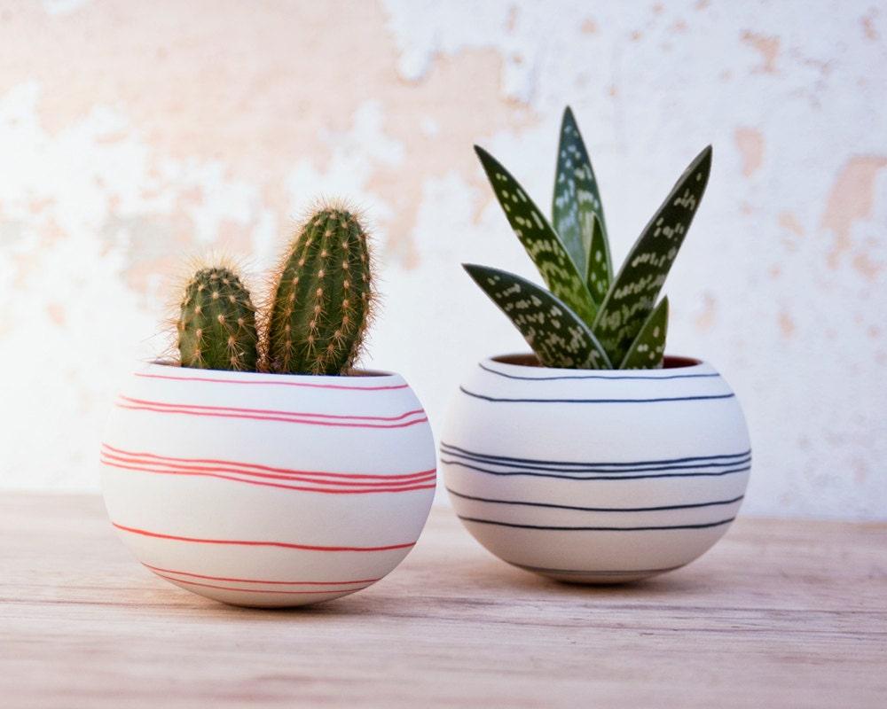 Jardinera de cer mica cactus rayas naranjas jardinera mini for Jardineras de ceramica