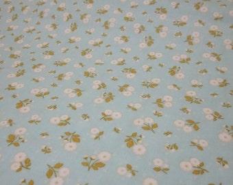 Marguerite Pale Blue White Flower Cotton Fat Quarter