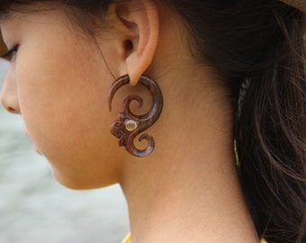 Fake gauge Earrings , Hand Craved, Natural Sono Wood ,tribal style Split Gauge Earrings Sprial ,body jewelry,faux plugs,organic