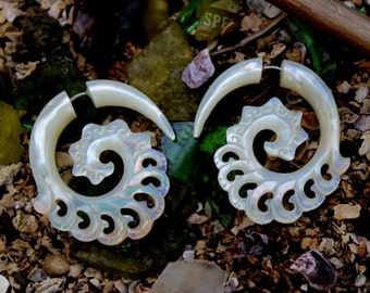 Fake Gauge Earrings, Tribal Style, Mother of pearl Shell,Gold Shell,hand carved,naturally