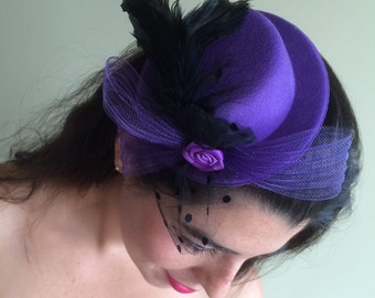 SMALL HAT  FASCINATOR , with Feathers, Black /  F - 22