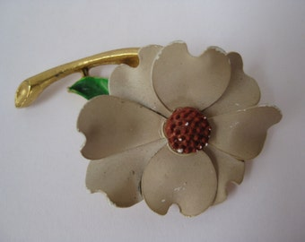 Flower Brooch Beige Brown Gold Vintage Pin