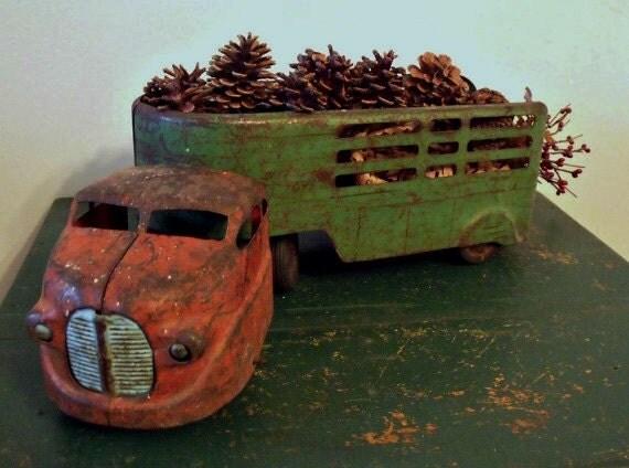 Vintage Pressed Metal Wyandotte Truck And Cattle Trailer