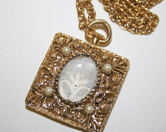 Vintage Pendant Faux Watch Necklace With Antique Lace