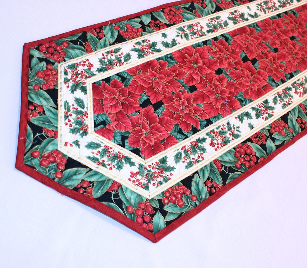 poinsettia christmas table runner quilt quilted table runner. Black Bedroom Furniture Sets. Home Design Ideas
