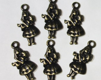 Alice carrying the pig charms - 6 pcs  Antique bronze