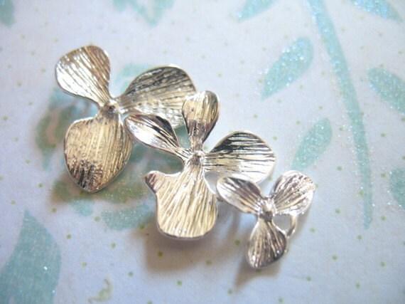 Shop Sale..10 pcs, ORCHID Connectors Links Pendants Charms, 34x18 mm, Silver Orchid Flower CASCADING TRIO. floral artisan. ts hp