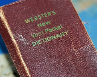 SALE antique c.1945... pocket WEBSTER DICTIONARY self pronouncing... from an estate sale...  K281