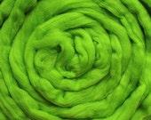 2 oz Merino Roving Lime 21 micron