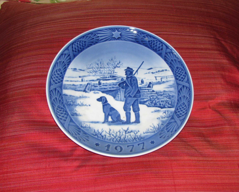 royal copenhagen decorative porcelain plate 1977. Black Bedroom Furniture Sets. Home Design Ideas
