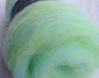 Fluffy Spinning Batt Lime Mint Green Fiber wool Art Batt Hand Dyed Fibre Felting Shetland Merino Wool