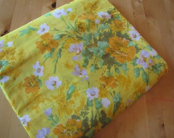 Vintage Fitted Bedsheet by Fieldcrest - Twin Fitted