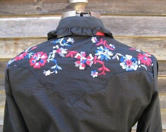 Vintage NWT Rockmount Ranch Wear Shirt with Embroidered Flowers and Pearl Snaps Sz 40