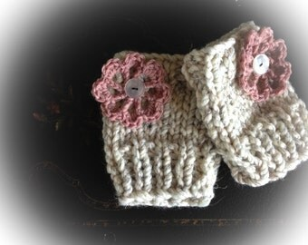 20% OFF SALE!!!   Rosie Fingerless Gloves with Pink Flowers