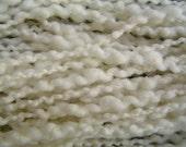Bumpy Wool Yarn Natural