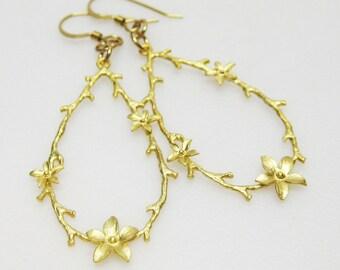 Gold Teardrop Flower Earrings - Gold Hoop Earrings - Flower Earrings - Womens Earrings - Gift Idea - Oval Hoop Earrings- Fashion Jewelry