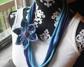 Six Point Flower Blue and Purple Paisley with Purple Brad Center Necklace 1960s Mad Men