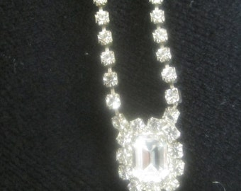 Clear RHINESTONE PENDANT Necklace stunning sparkly excellent