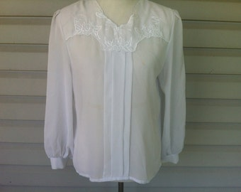 Vintage White Embroidered Blouse - Size Medium or Large