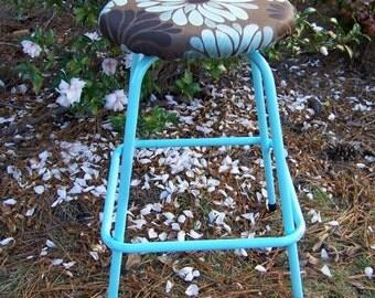Vintage Metal Stool Refinished / Cottage Chic Stool / Retro Stool / Vintage Blue Stool