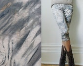 S/M size - Light Grey Abstract Paint Knee Length Leggings