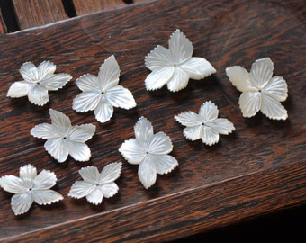 10pcs White Mother of Pearl Flowers Carved 20-30mm Large (V1162)