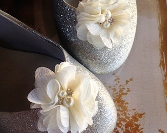 Shoe clips with pearls and rhinestones in  grey, ivory, peach, pink, off white,honeysuckle Flower Girl Bride Bridesmaids Shoe clips