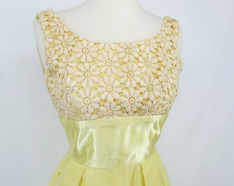 Gorgeous Vintage 1960s Yellow Sleeveless Formal Dress Size Extra Small/Small