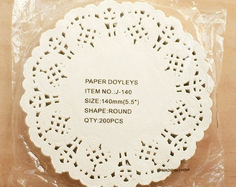 wholesale / 200 Flower Lace Paper Doilies - M (5.5in)