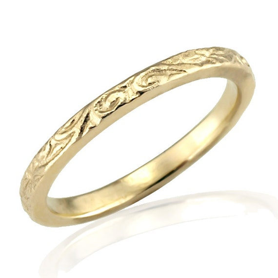 18k gold classic floral engraved wedding band
