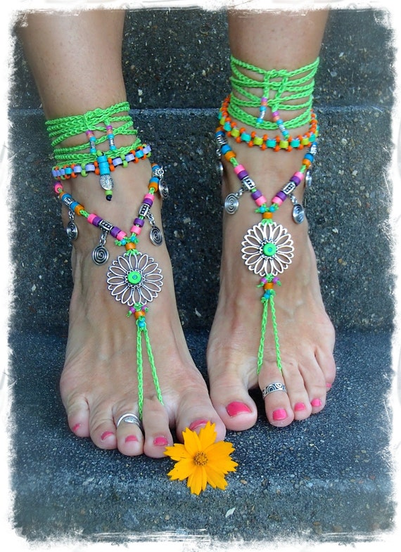 Models of Sandals with Ankle Bracelet for the Summer