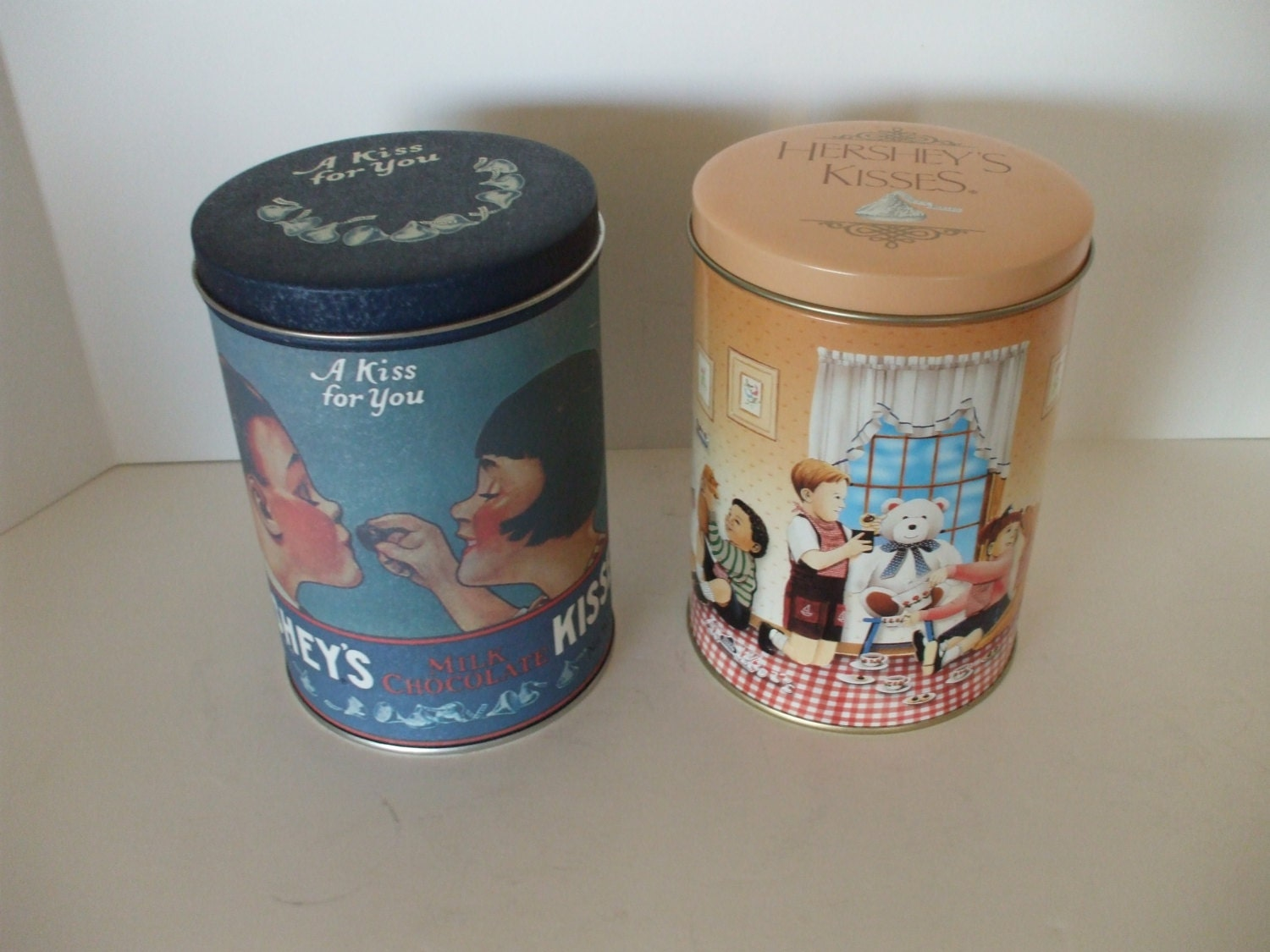Hershey tins 2 1980 and 1990 home decor collectors tins for Home decor 1990s