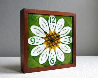 Mid Century Modern Enamel Clock Daisy Flower Power White Green Electric Wood 1970s