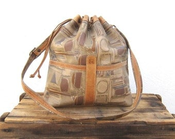 SALE Vintage Large Graphic Distressed Tan Leather Drawstring Bucket Bag