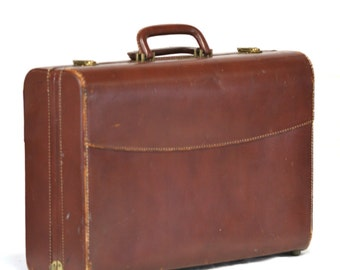 Vintage suitcase leather in great condition Luggage