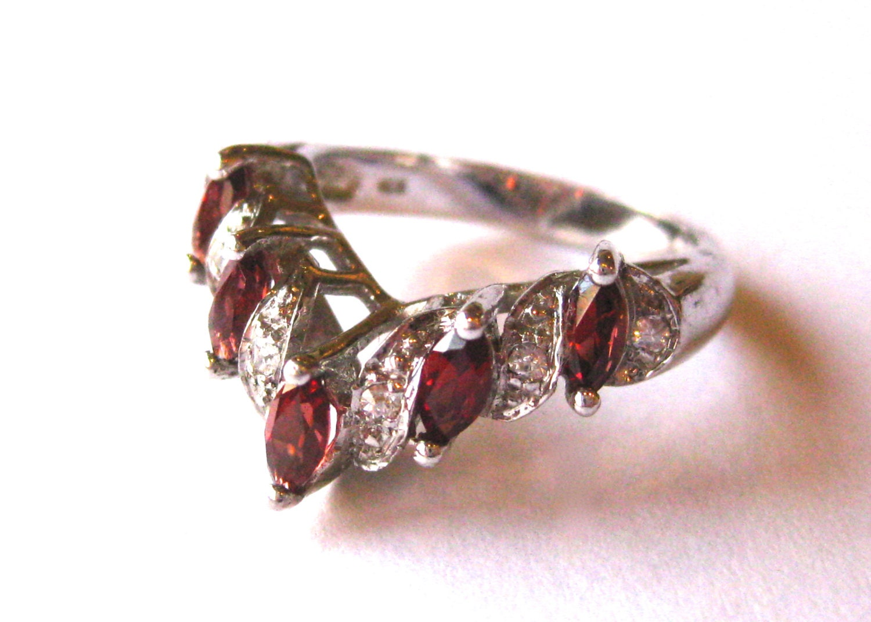 vintage ring sterling silver jeweled garnet wedding band ring. Black Bedroom Furniture Sets. Home Design Ideas