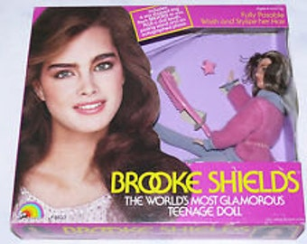 MIB BROOKE SHIELDS Doll Never Removed from Box 8833 With Star Shaped Ring Doll's Brush Positng stand facsimle Autographed Photo Reduced