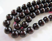 Natural GARNET Stone Beads in Deep Red Burgundy, Round Gemstones, 8mm to 9mm, 1 Strand 8.5 Inches, 19 - 20 Beads, GB222