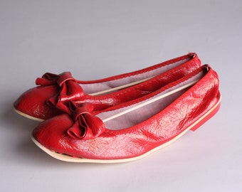 Size 5 -  Folding Red Ballet Flats - Vintage Vegan Leather Flats with Bow - Vintage Red Dancing Shoes