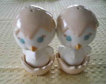 Hatching Baby yChicks Salt and Pepper Shakers - Vintage, Collectible