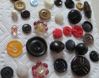 65 Vintage  BUTTONS Variety of Colors Shapes Sizes Collecting Crafting Sewing