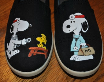 For Sale New Snoopy and Woodstock Design Medical Snoopy size 8.5 for sale
