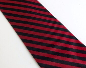 Vintage 60s Skinny Tie Necktie in Black and Red Diagonal Stripes All Silk