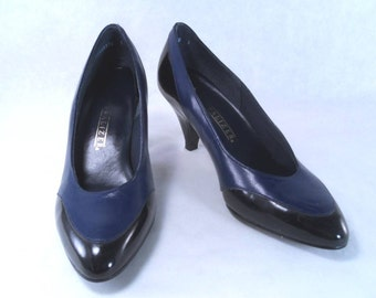 Sale 25% Off Use Coupon Code SAVE25 // Classic Black and Navy Spectator Pump by Naturalizer Size 4.5 AA Vintage