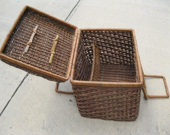 Wedding Idea Romantic Picnic Vintage Woven Wicker Lg Picnic Basket, Storage, Home Decor, Collectible See Details, Pictures of Estate Find
