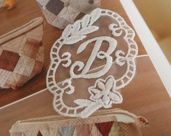 Cream White Vintage Letter B Embroidery Lace Appliques Appliques 2 pcs