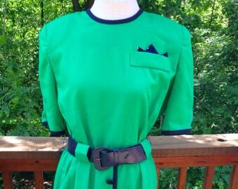 Vintage green dress. Size 10 emerald shift. Notre Dame Fan Dress. 1980s dress with shoulder pads. Lady Carol day dress. Short sleeves.