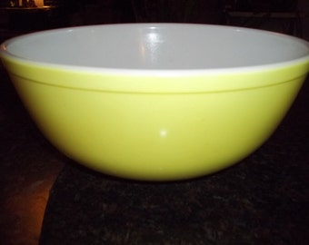 Pyrex  Large Primary Yellow Nesting  Mixing Bowl 4 Quart